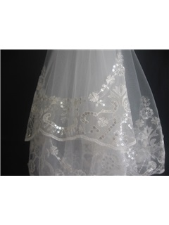 Beautiful Fingertip Wedding Veils With Lace Applique Edge