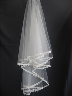 Fingertip Veils with Lace Applique Edge