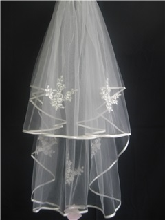Marvelous Elbow Wedding Bridal Veils With Ribbon Edge