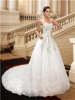 Beaded Lace Appliques Sweetheart A-Line Chapel Train Wedding Dress