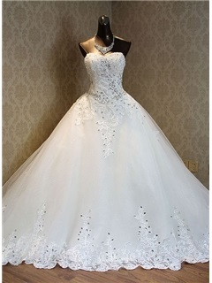 Luxurious Sweetheart Appliques Chapel Train A Line Wedding Dress