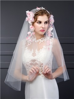Pretty Wedding Veil With Flower