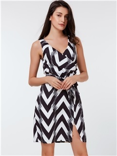 Sleeveless Wave-out Print Pleated Day Dress