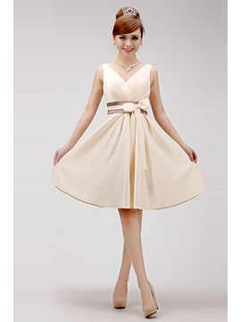 Attractive Straps V Neck Knee Length Bowknot A Line Sweet 16 Homecoming Dress