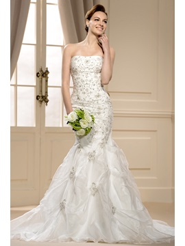 Gorgoues Chapel Train Mermaid Strapless Appliques Wedding Dress