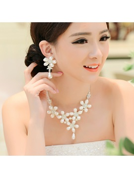 Luxurious Pearl Flower And Alloy Wedding Jewelry Set Including Necklace And Earrings