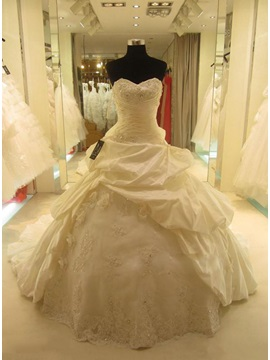 Sweetheart Tiered Pick Ups Ball Gown Cathedral Wedding Dress