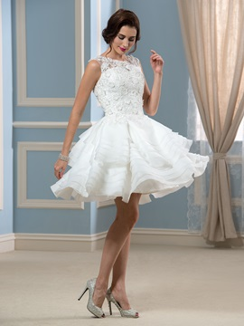 Sexy Appliques Lace Tiered Short Knee Length Wedding Dress