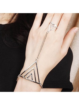 Triangle Design With Ring Alloy Bracelet