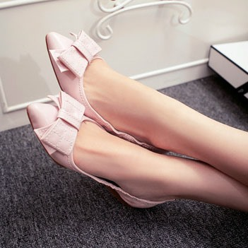 Pointed Toe Thread Flats