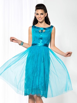 Casual Scoop Neck A Line Lace Knee Length Homecoming Dress