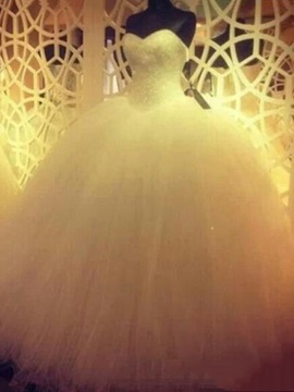 Sweetheart Beaded Crystal Floor Length Ball Gown Wedding Dress