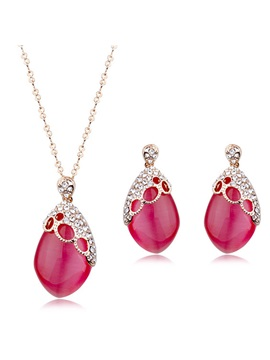Fashion Opal Decorated Womens Jewelry Set Including Necklace And Earrings