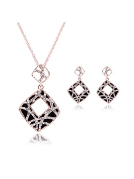 Hollow Alloy Women Jewelry Set Including Necklace And Earrings