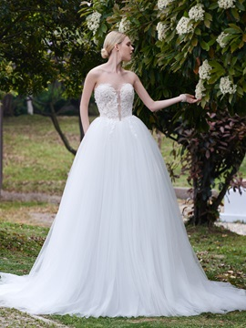 Sweetheart Appliques Ball Gown Wedding Dress