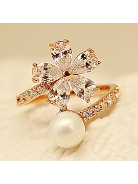 Beautiful Flower Zircon Design Ring