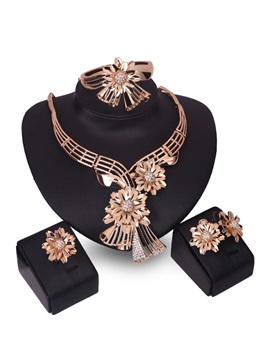 Beautiful Golden Flowers Hollow Jewelry Set