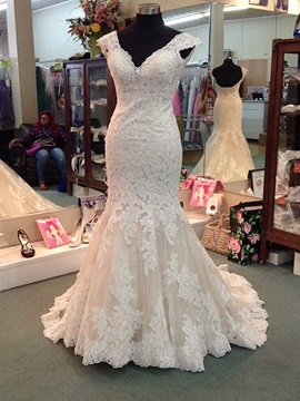 Glamorous V Neck Appliques Mermaid Wedding Dress