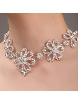 Flower Shaped Alloy And Rhinestone Necklace Hc