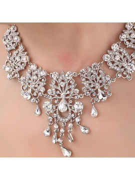 Exquisite Leaf Shaped Alloy And Rhinestone Necklace Hc