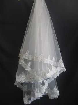 Enchanting Fingertip Wedding Veils With Lace Applique Edge