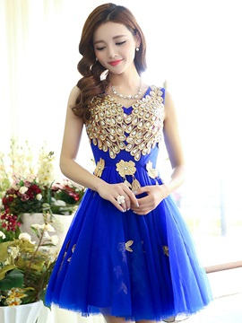 Chic V-Neck Appliques Crystal Lace-Up Short Homecoming Dress