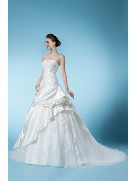 Dramatic Beading Appliques Sweetheart Floor-length Chapel Train Wedding Dress