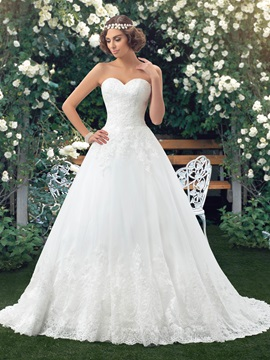 Dazzling Strapless Sweetheart A-Line White Lace Wedding Dress