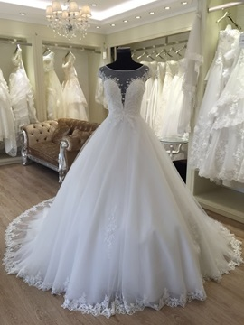Beautiful Scoop Neck Beaded Appliques Ball Gown Wedding Dress