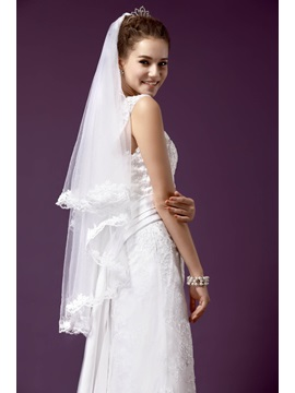 Gorgeous Fingertip Length Wedding Bridal Veils with Lace Flowery Edge