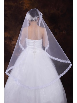 White Tull CFingertip Veil with Lace Applique Edge