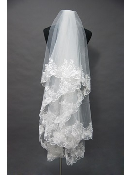 Graceful Fingertip Wedding Veil with Lace Applique Edge