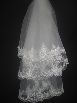 Gorgeous Fingertip Wedding Bridal Veils with Top Grade Lace Flowery Edge