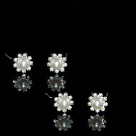 Delightful Flower Shaped Rhinestone Hairpin(including 4 piece)