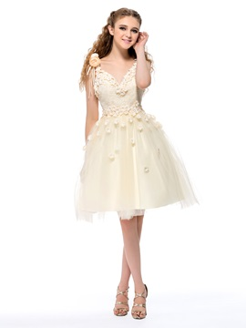Fine A-Line V-Neck Straps Flowers Lace Knee-Length Homecoming Dress & elegant Homecoming Dresses