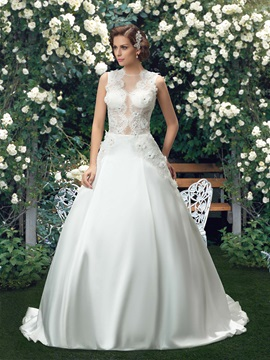 Eye-catching Jewel Neck Lace Flower Button Zipper Up Wedding Dress