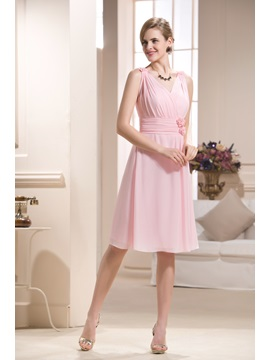 Attractive Pleats V-Neck Knee-length Bridesmaid Dress