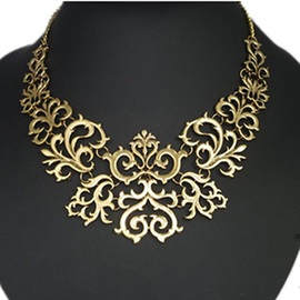 Handsome Floral Shaped Alloy Necklace