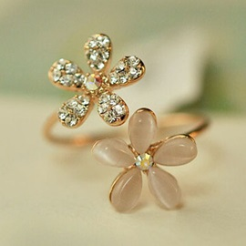 Elegant Rhinestone Flower Shaped Ring
