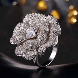 Exaggerating Rose Decorated Vogue Alloy Ring