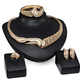 Chic Rhinestones Hollow Women Jewelry Set