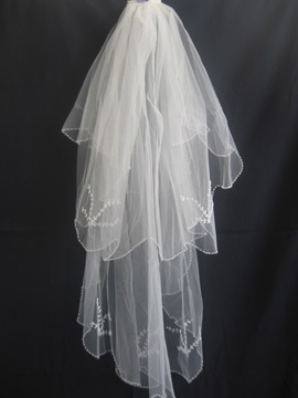 Delicate Fingertip Wedding Veils With Pearl Trim Edge