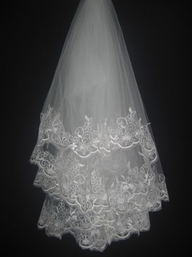 Gorgeous Fingertip Wedding Bridal Veils with Delicate Lace Flowery Edge
