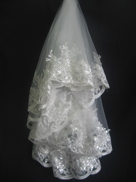 Gorgeous Fingertip Wedding Bridal Veils with Lace Flowery Edge And Sequins