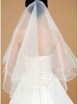 Graceful Fingertip Wedding Bridal Veil with Lace Flowery Edge