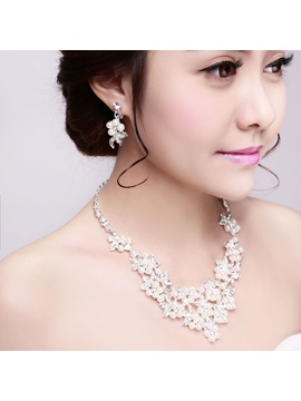 Pearls Embellishing Wedding Jewelry Set (Including Earrings and Necklace)