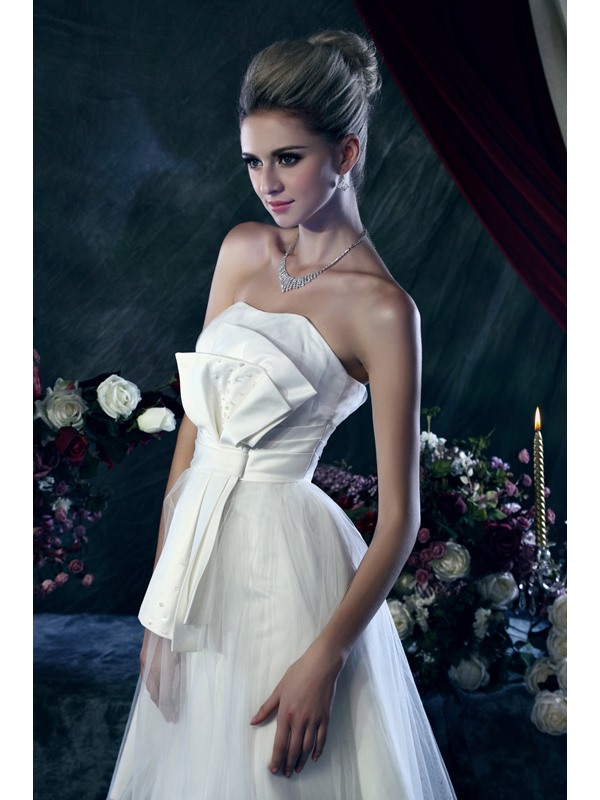 Luxurious A-Line Strapless Knee-length Bowknot Dasha's Wedding Dress