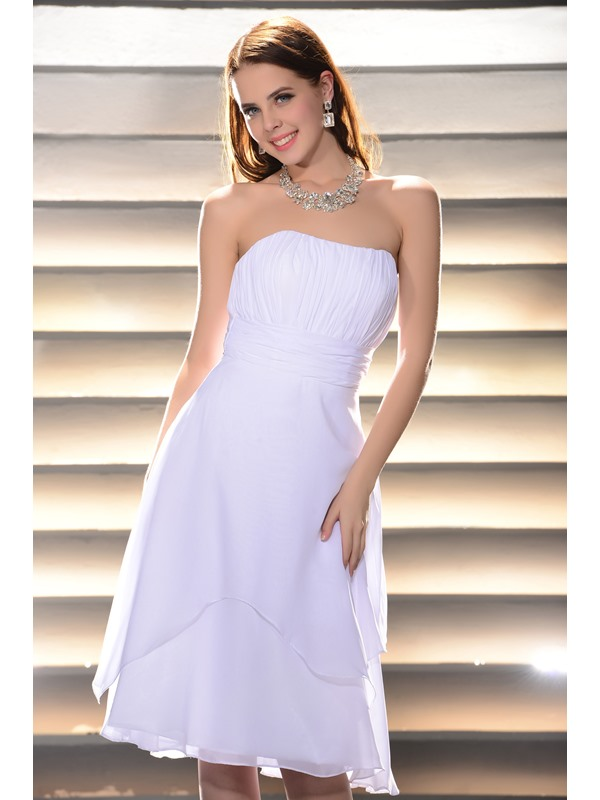 Charming White A-Line Strapless Knee-Length Pleats Homecoming Dress