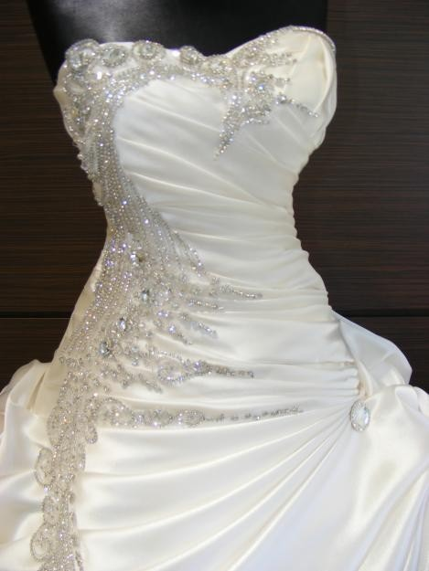 Exquisite Beaded Sweetheart A-Line Pick-ups Wedding Dress(Free Shipping)