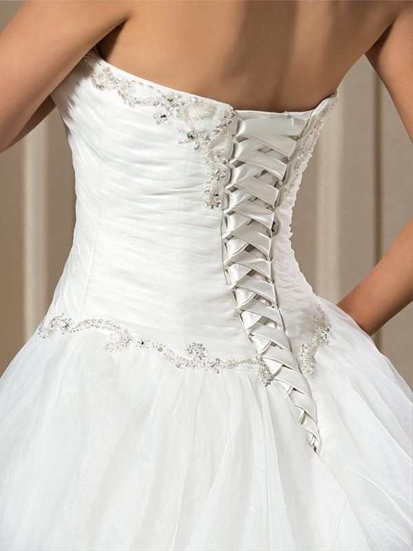 A-line Beading Sweetheart Chapel Train Wedding Dress